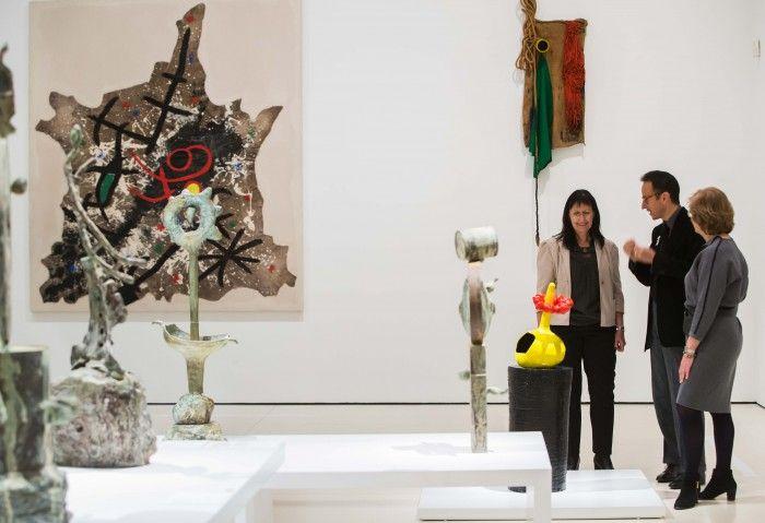 interior exposicion miro y el objeto caixaforum madrid joan miro objto surrealista esculturas