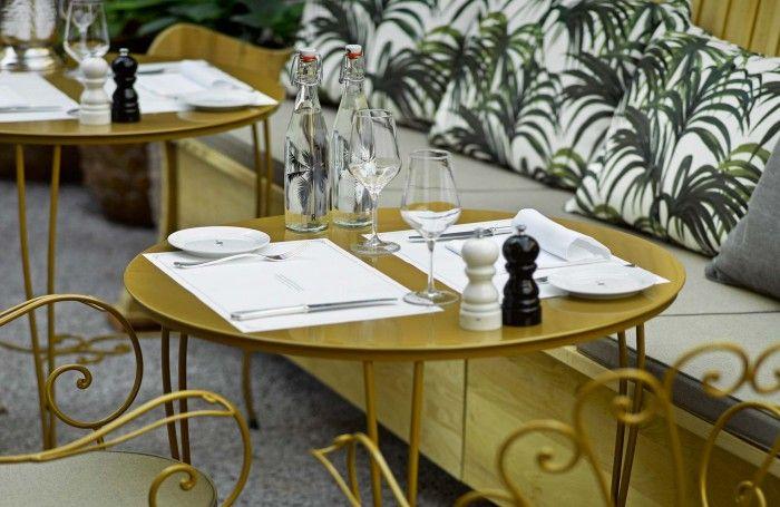 mesa de metal restaurante razzia zurich interior