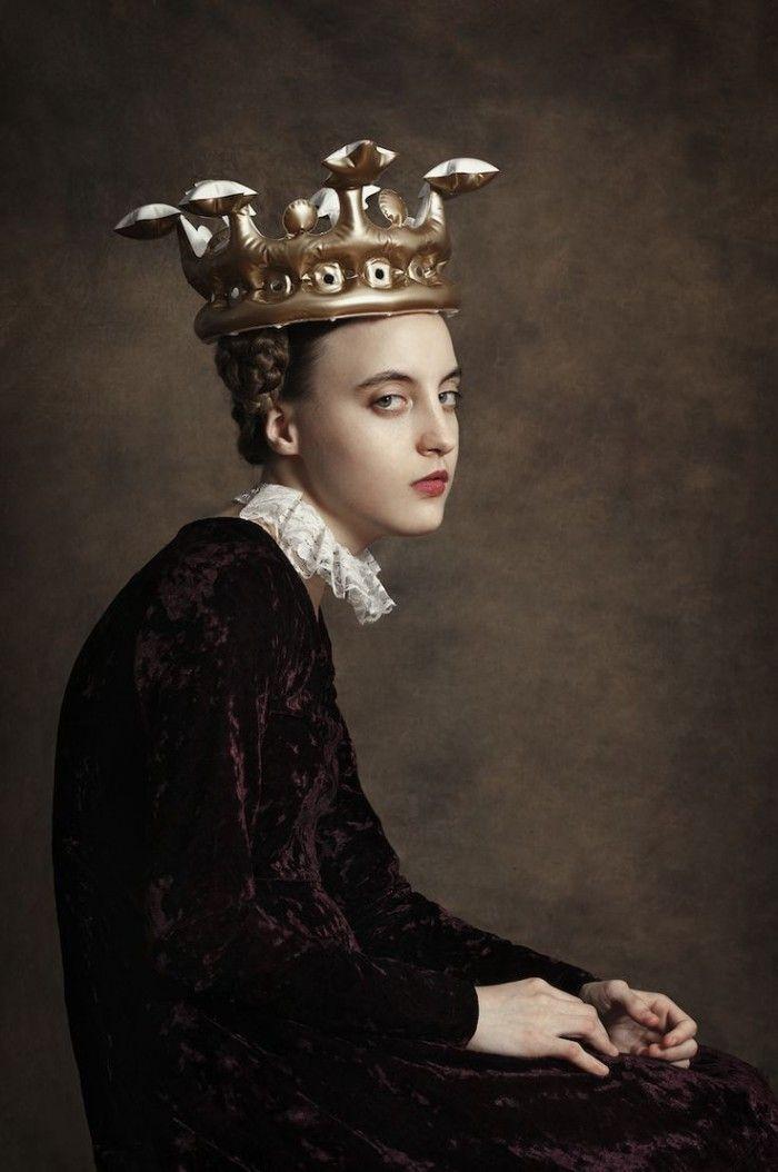 fotografia corona hinchable reina princesa fotografa argentina romina ressia foto que parece un cuadro pictorica