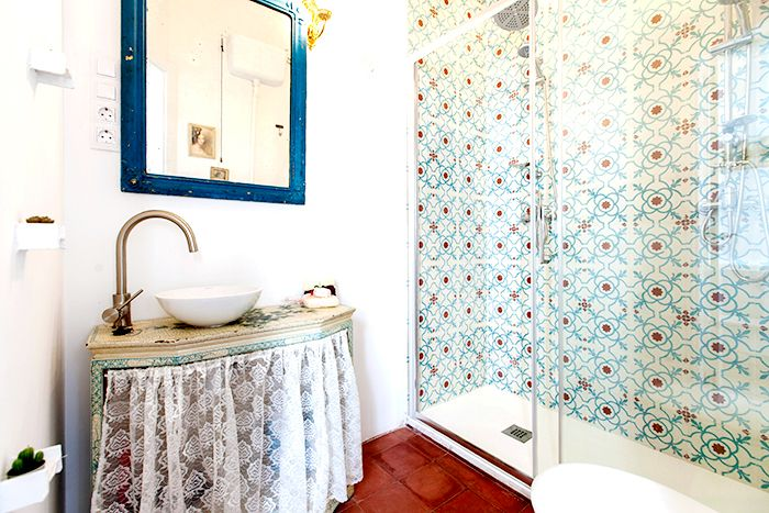 baño azulejos restaurado antiguo lavabo mueble
