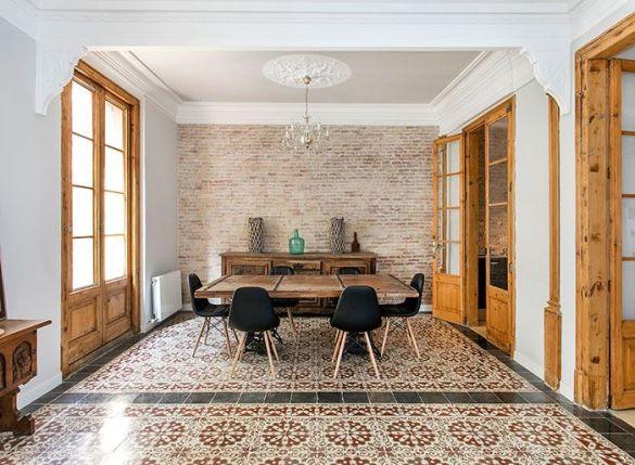 salon con suelo hidraulico original en barcelona