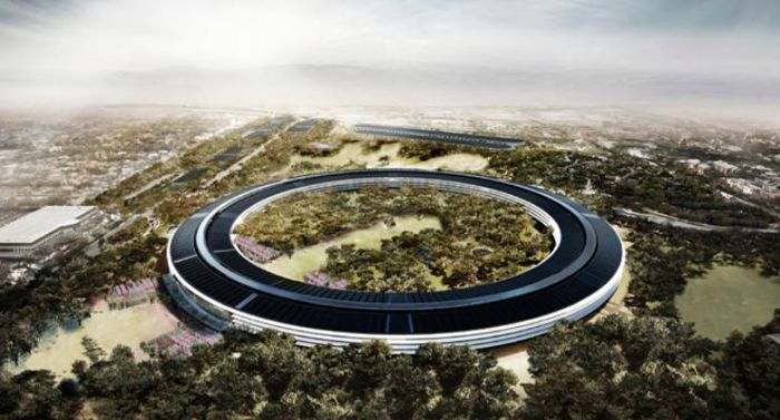 arquitectura futurista en forma de anillo en entorno natural ecosostenible innovador