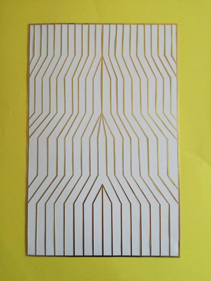 Arte abstracto marco amarillo con lineas doradas simetricas