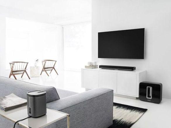 salon con television IKEA y equipo sonido sonos