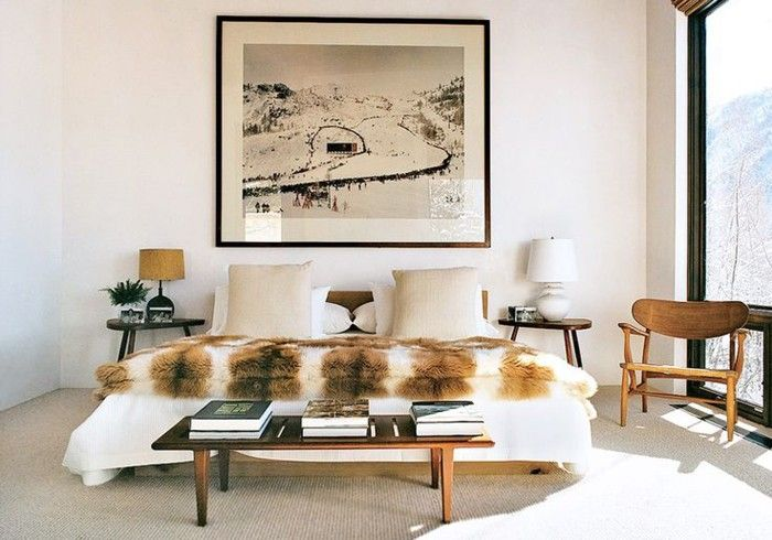 habitacion en blanco con manta de pelo