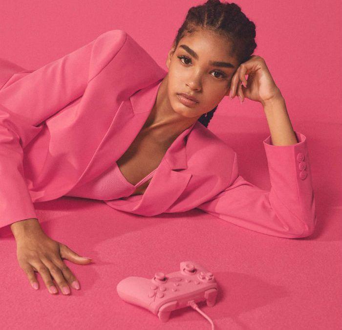 Bershka y Pantone lanzan juntos una exclusiva colección de moda