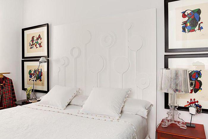 cama cabecero blanco diseño geometrico cuadros miro