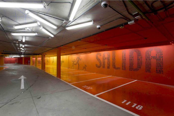 parking paredes naranja