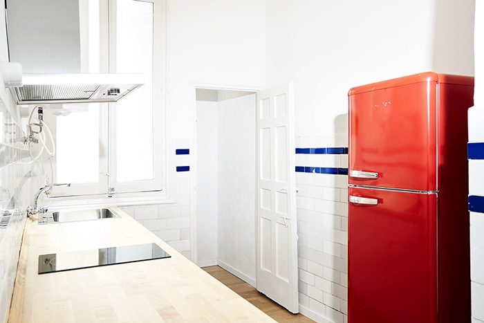 cocina antigua frigo rojo
