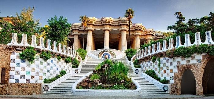 parque guell panoramica, Antonio Gaudí, el maestro del modernismo catalán