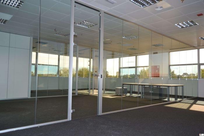 El uso de tabiques móviles para la separación de espacios en oficinas