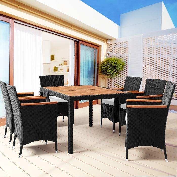 Conjunto de sillas y mesas de poliratán