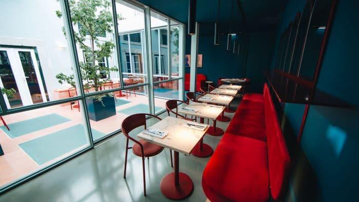 Zona cafetería en hotel Esqina