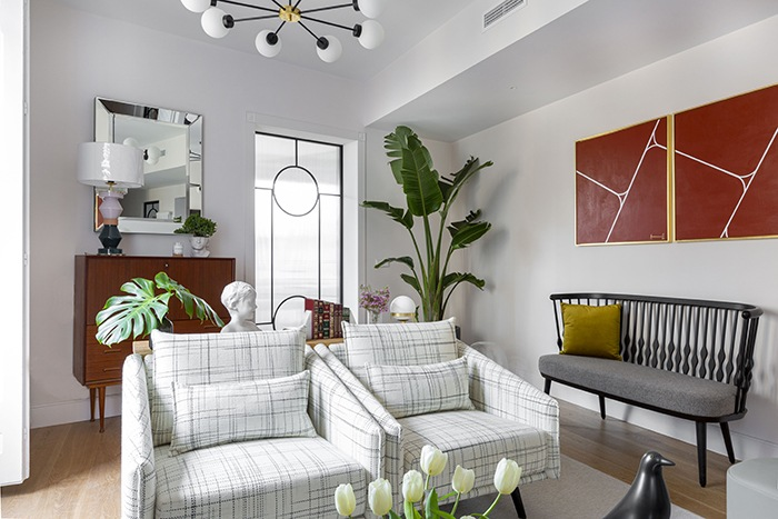 butacas jaspeadas blancas y grises salon mid century modern