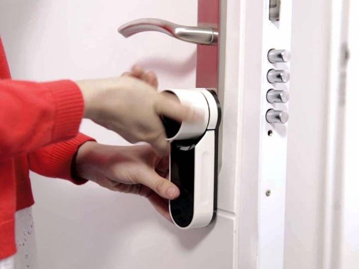 cerradura en interior del hogar