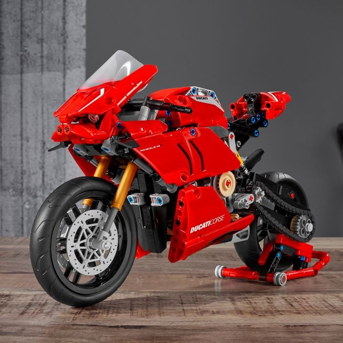 Maqueta de moto Ducati en LEGO
