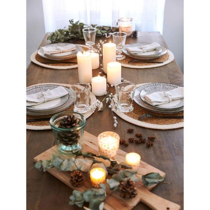 Platos llanos blancos para la mesa de Navidad