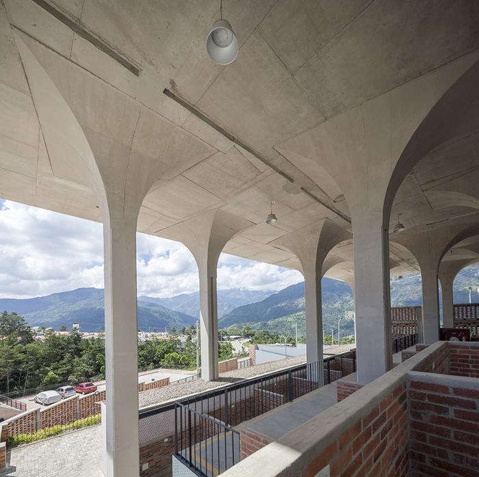 Ganador concurso arquitectónico ArchDaily 2021 cúpulas exterior proyecto