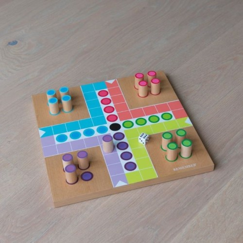 Parchís de madera para que los niños jueguen