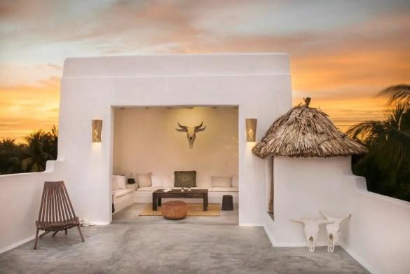 Casa minimalista con atardecer, exterior de la casa Impala Holbox de Airbnb en México