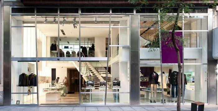 Tienda tipo concept store de diseño con un escaparate sorprendente