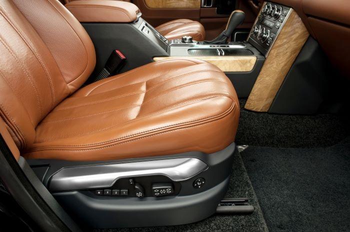 Tapicería en el interior de un coche personalizado