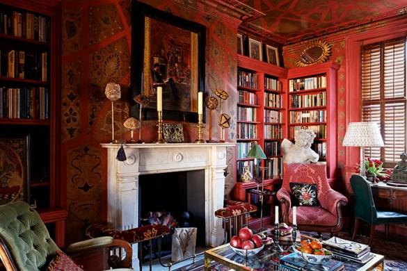 Espacio de escritorio y librería decorada lujosamente por el diseñador Alidad
