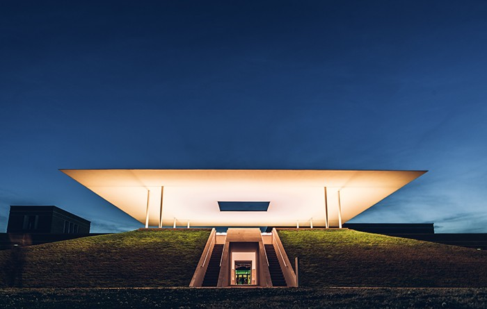 Proyecto Twilight Epiphany Skyspace por James Turrel iluminado