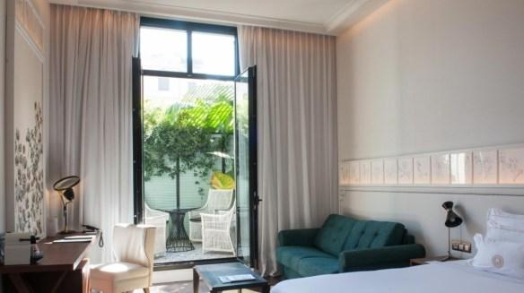 terraza habitacion hotel cinco estrellas cotton house barcelona lujoso