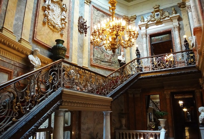 Museo Cerralbo vista esquina escaleras interiores