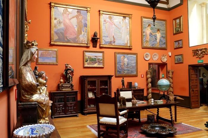 Sala interior Museo Sorolla cuadros y objetos