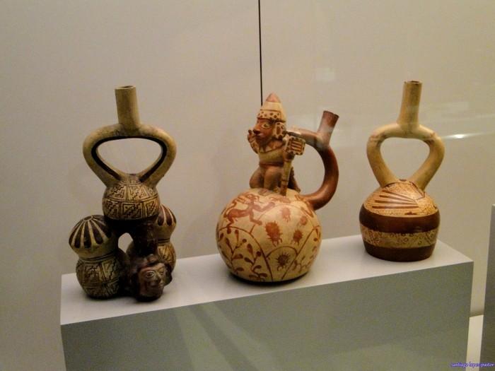 Piezas y objetos en el Museo de América en Madrid