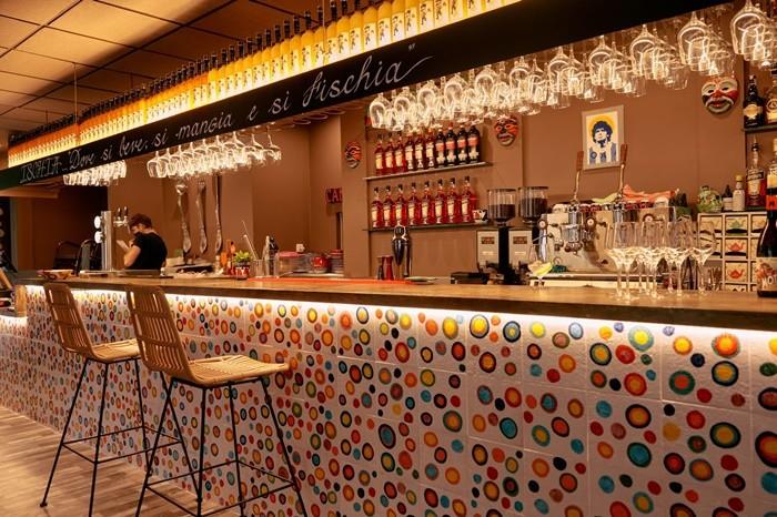barra bar restaurante azulejos decoracion copas