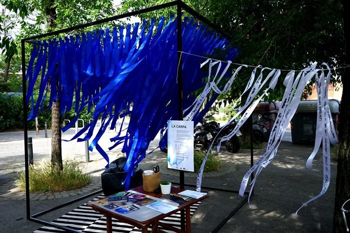 cintas colores azul blanco carpa mesa