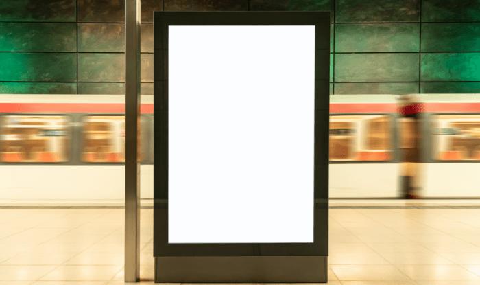 cartelería digital en un espacio público