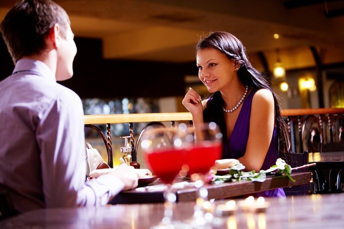 Pareja madura en un restaurante