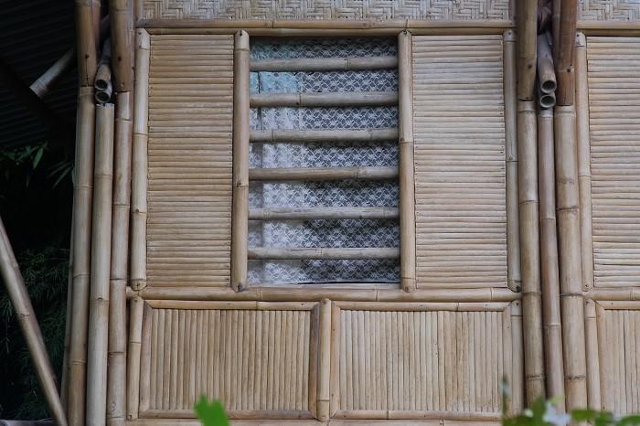 casa-con-fachada-de-bambu-material-sostenible