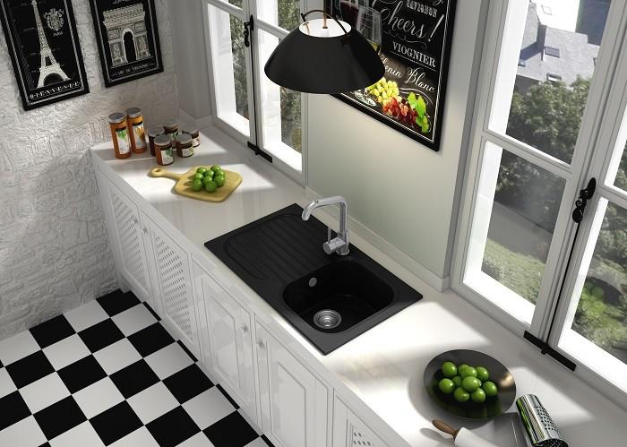 cocina con fregadero negro con escurridor de Leroy Merlin