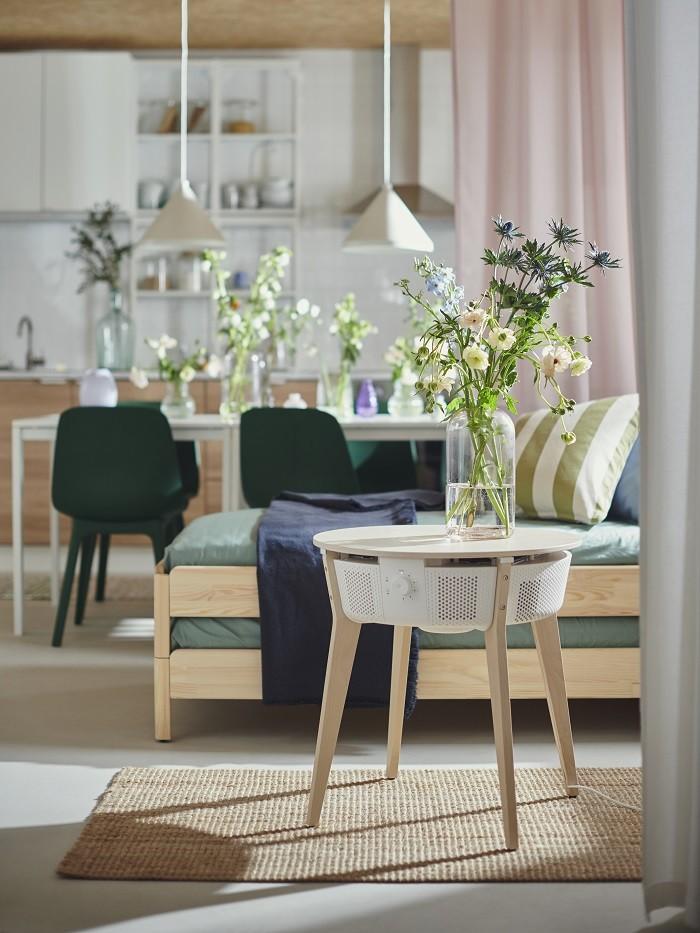 salón con un bonito purificador de diseño de Ikea