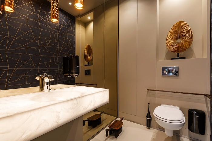 cuarto de baño con un estilo industrial elegante