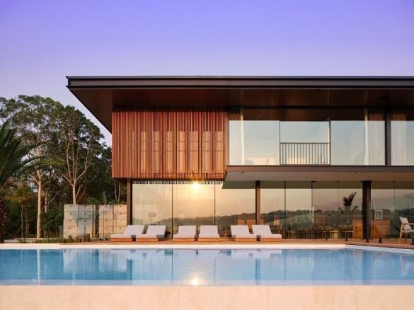 casa de lujo llamada Soma con piscina