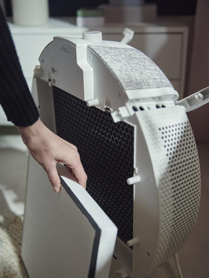 parte trasera de un purificador de aire de Ikea con filtro
