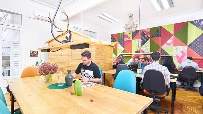 mesas madera decoracion colores
