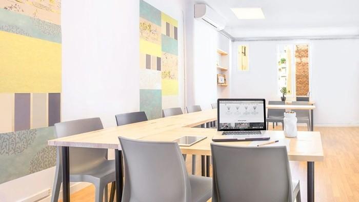 mesas enfrentadas luz natural ordenador
