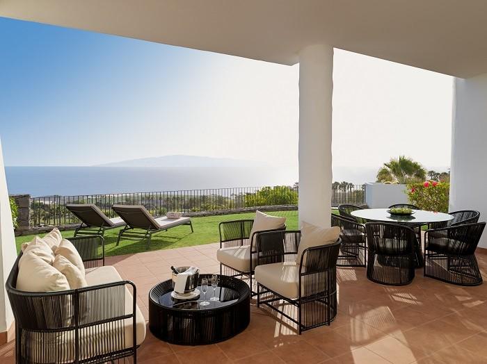 Terraza de casa de lujo con vistas al mar en Tenerife