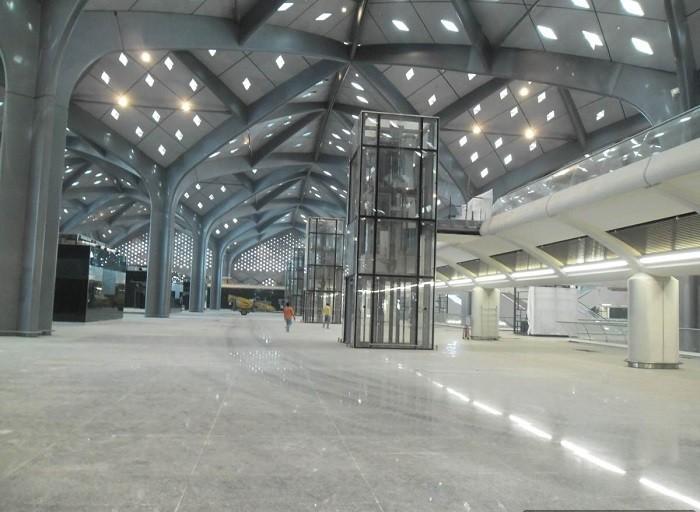 interior de la estación del tren de Yeda