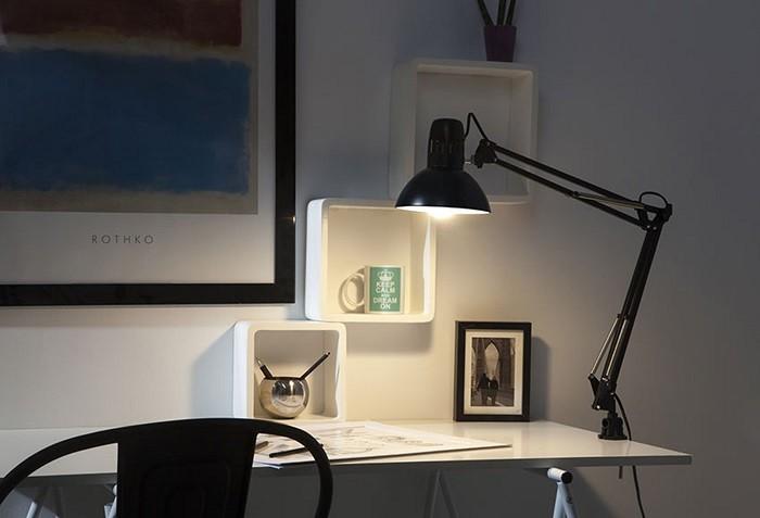 iluminación para el teletrabajo con un flexo de Leroy Merlin