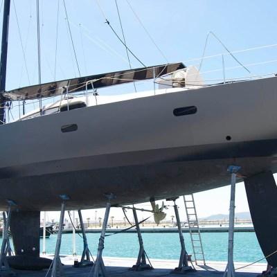metallic yacht wrapping