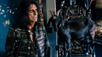 Photo of Dodge Teams Up With Rocker Alice Cooper To Showcase Apple Experience: