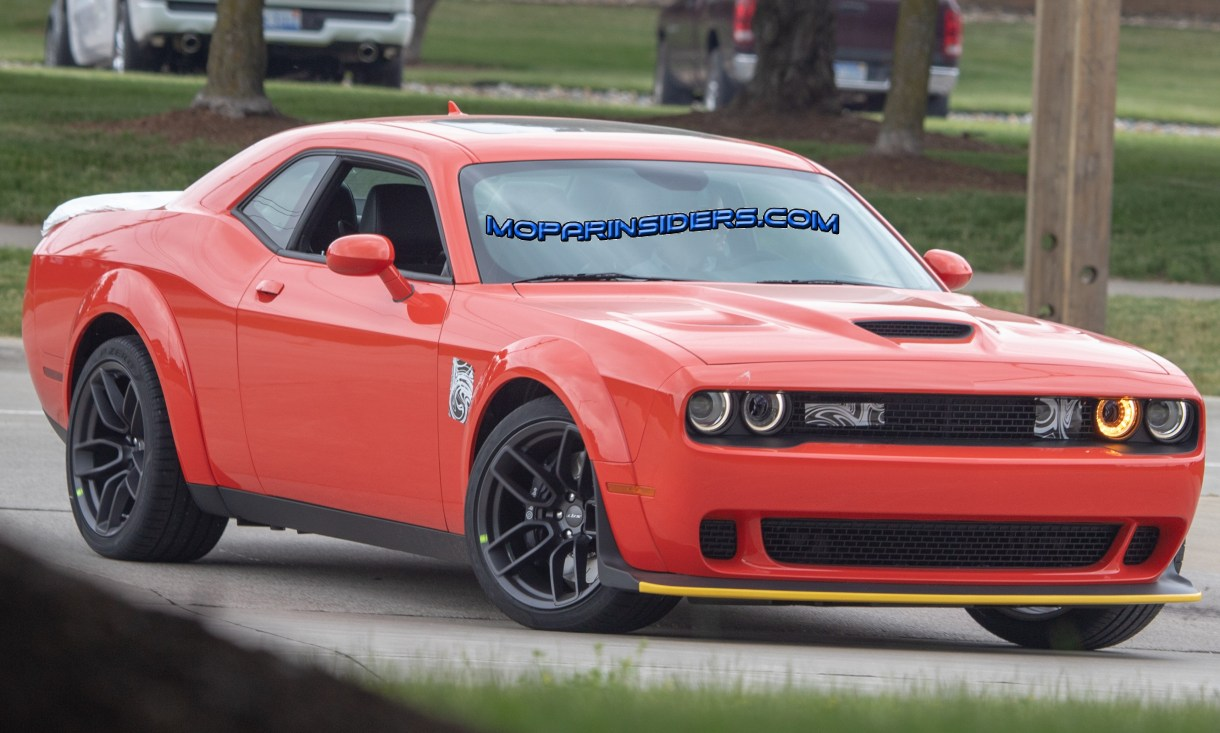 Spied 2019 Dodge Challenger Srt Hellcat Widebody With New Spoiler